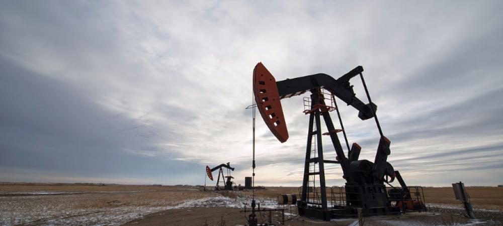 What caused the oil price slump and how did it impact India?
