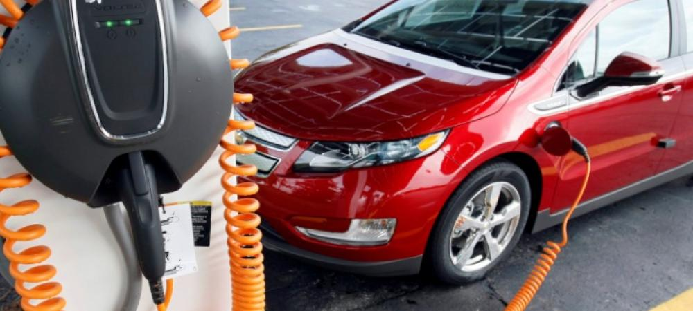 To live longer, new fuel pumps must marry younger EVs